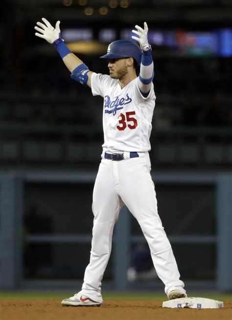Dodgers rally for 4 in 9th against Díaz to defeat Mets 9-8