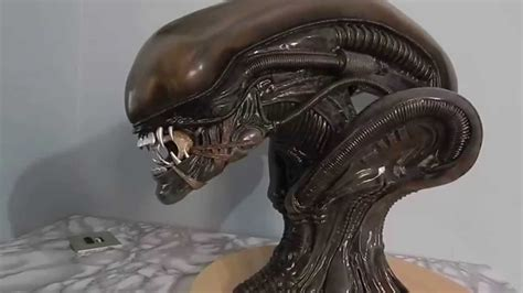 Alien Big Chap Legendary Scale Bust By Sideshow - YouTube