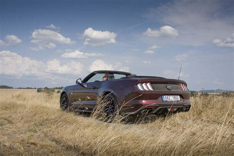 Galerie: Ford Mustang GT Convertible: Kopni do tý bedny